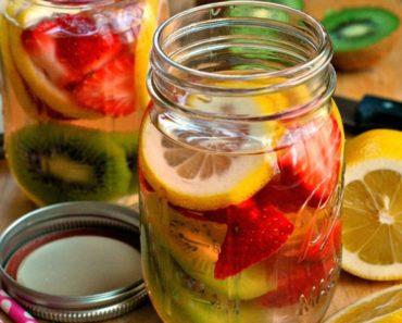 Strawberry-kiwi-detox-water-1024x768