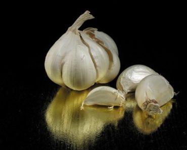 use-fresh-garlic-cure-acne-800x800